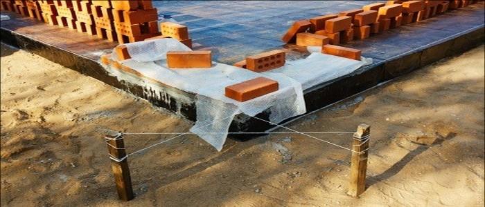 кладка кирпича на фундамент видео