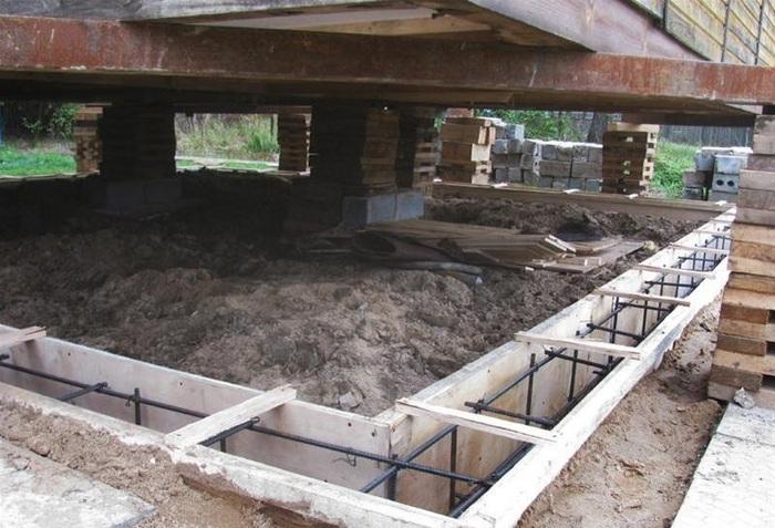 как заменить фундамент под деревянным домом