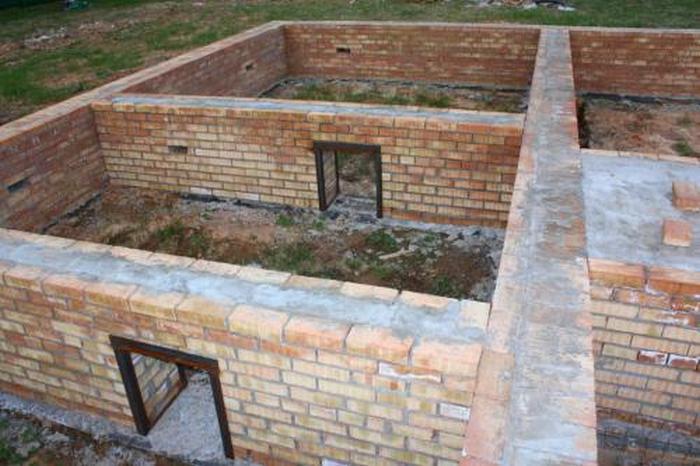 Заменить фундамент кирпичного дома своими руками