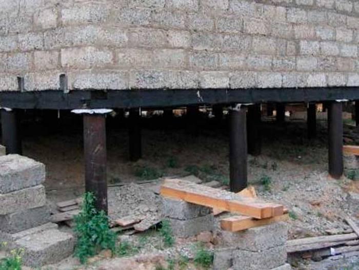 проекты домов из пеноблоков на винтовых сваях