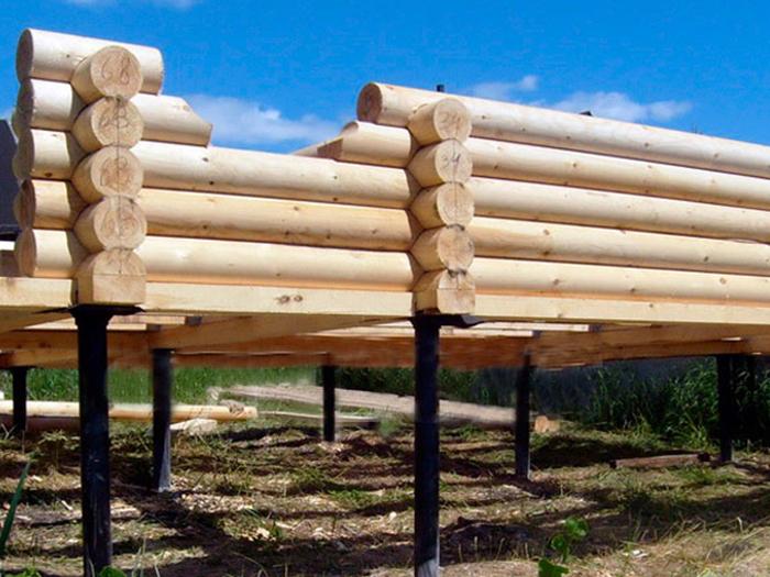 строительство дома из бруса на винтовых сваях