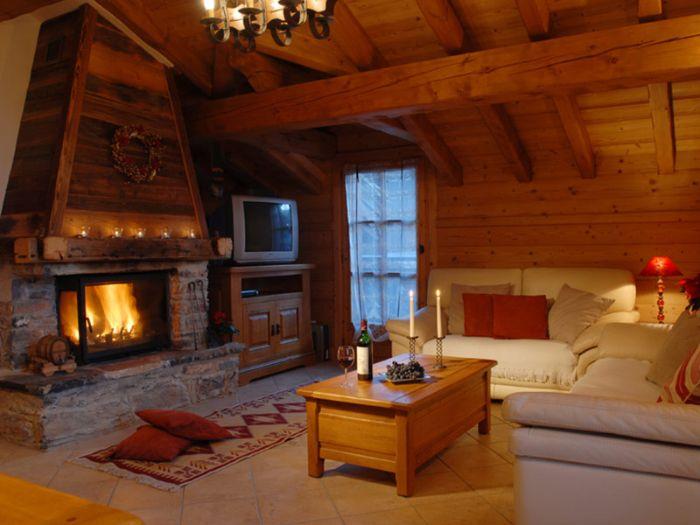 дома из бревна в стиле шале
