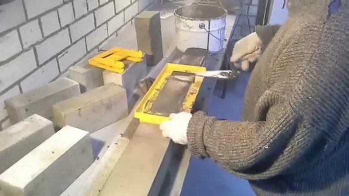 сделать шаблон для кладки кирпича своими руками
