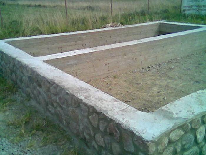 ленточный бутобетонный фундамент