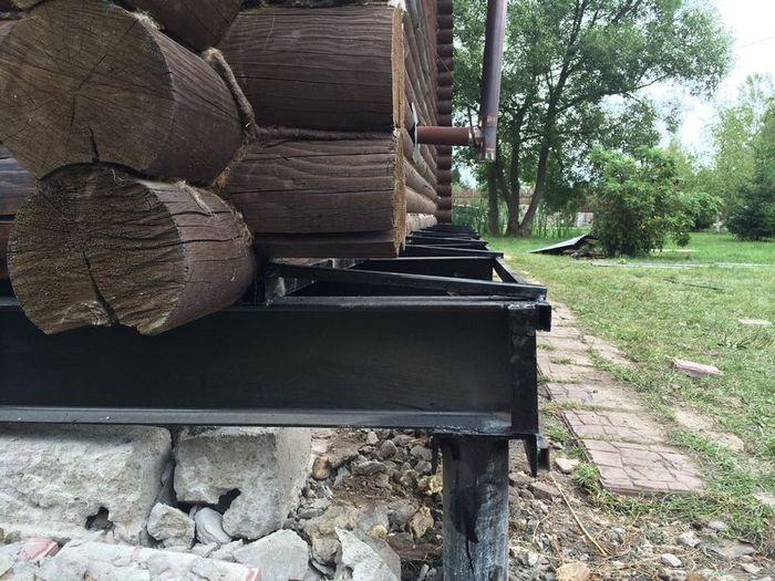 как поднять дом на фундаменте