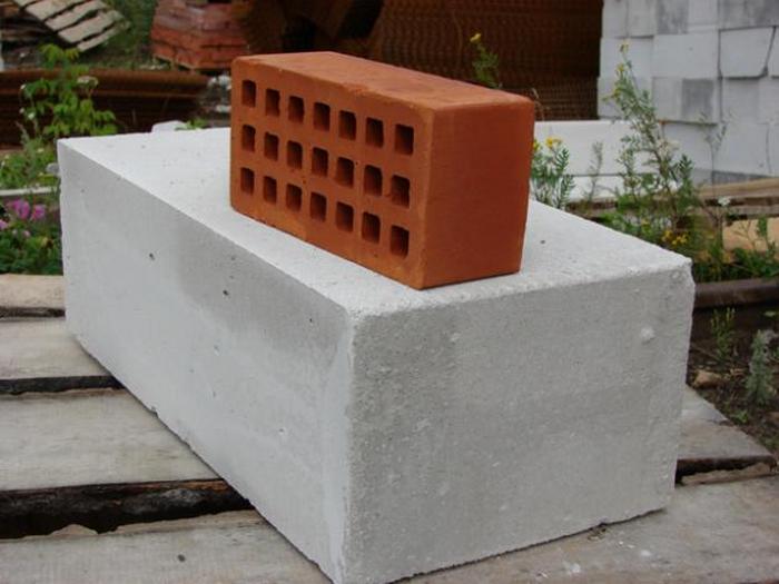 дом из кирпича или пеноблоков