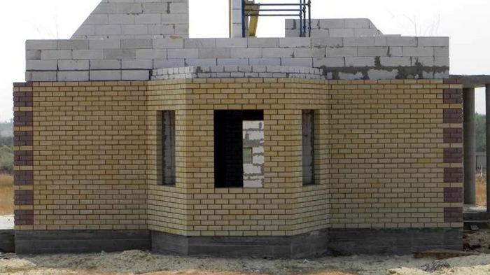 строительство домов из газобетона и кирпича