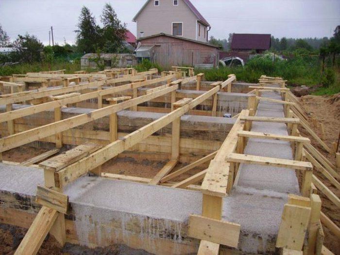 фундамент под дом из пеноблоков