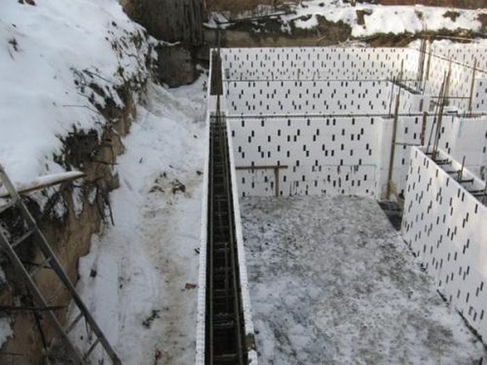строительство дома зимой минусы