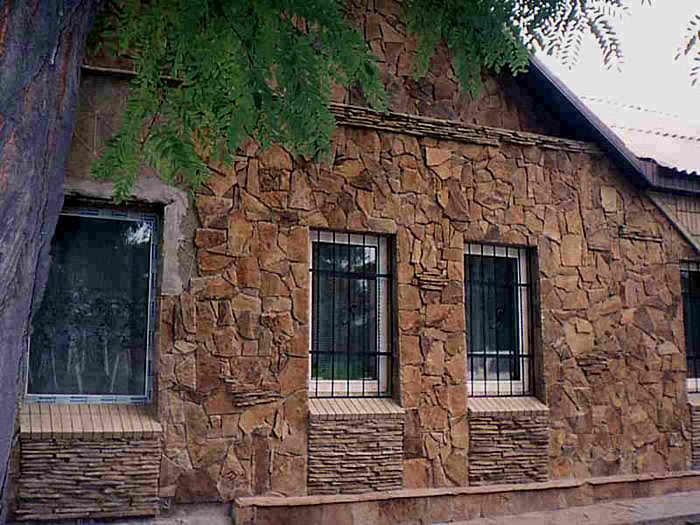 натуральный камень для облицовки фасада загородного дома