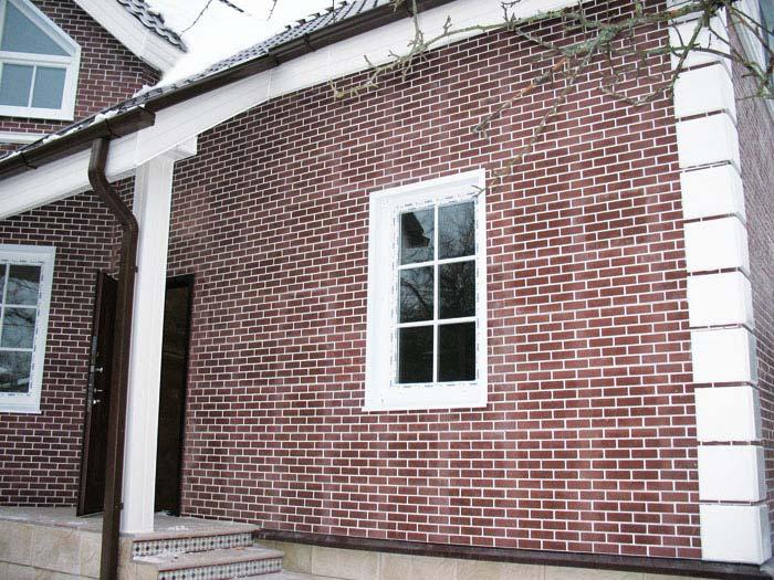 облицовка дома кирпичом фото оформление окон