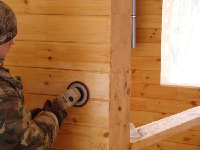 покраска деревянного дома краскопультом