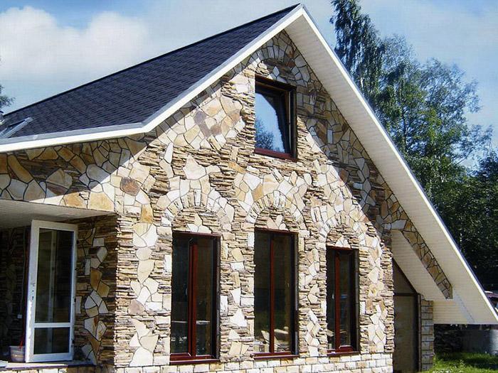 облицовка деревянного дома искусственным камнем