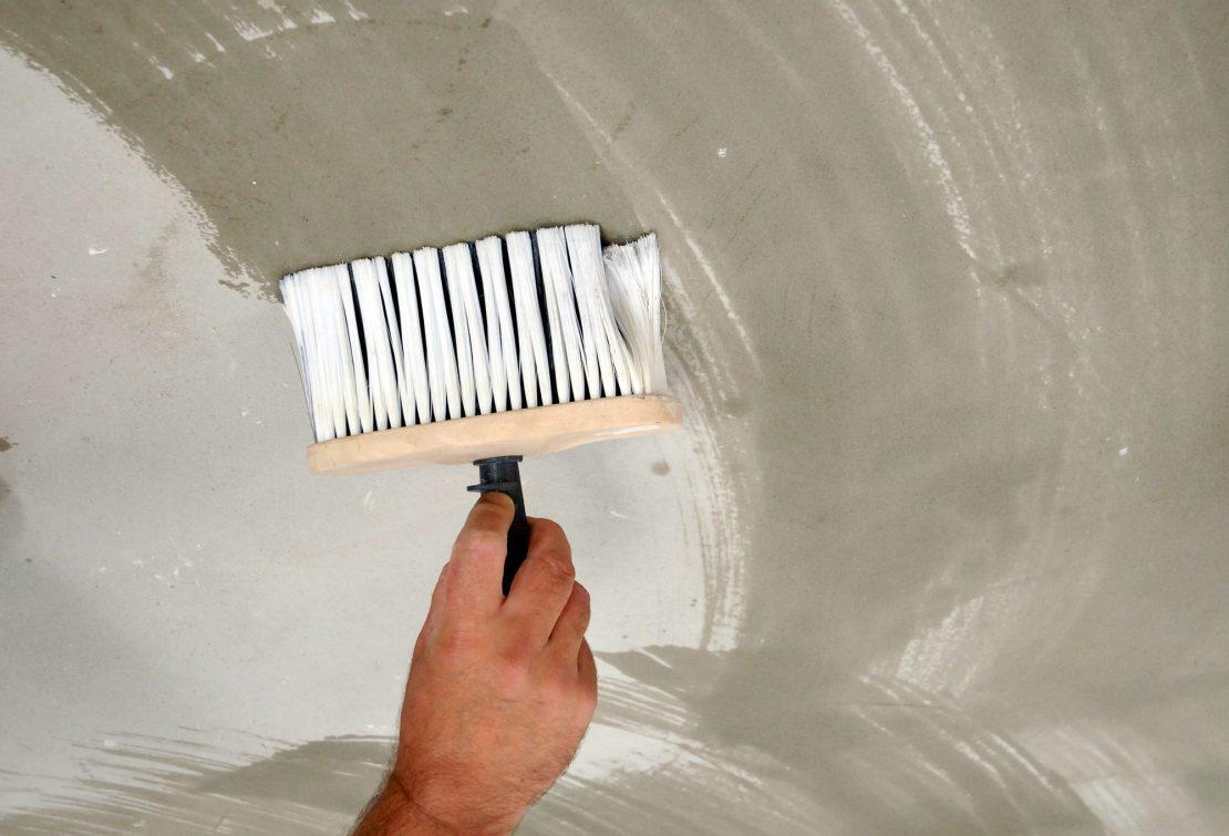 влажная чистка потолка