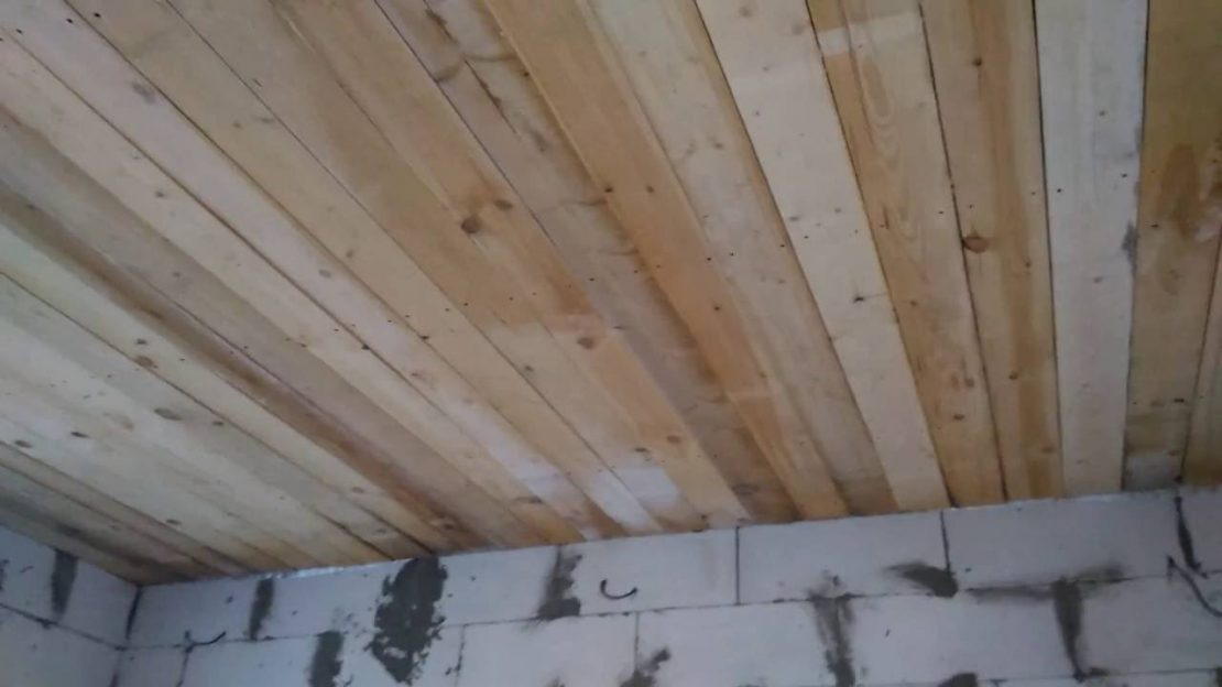 подшивка потолка досками