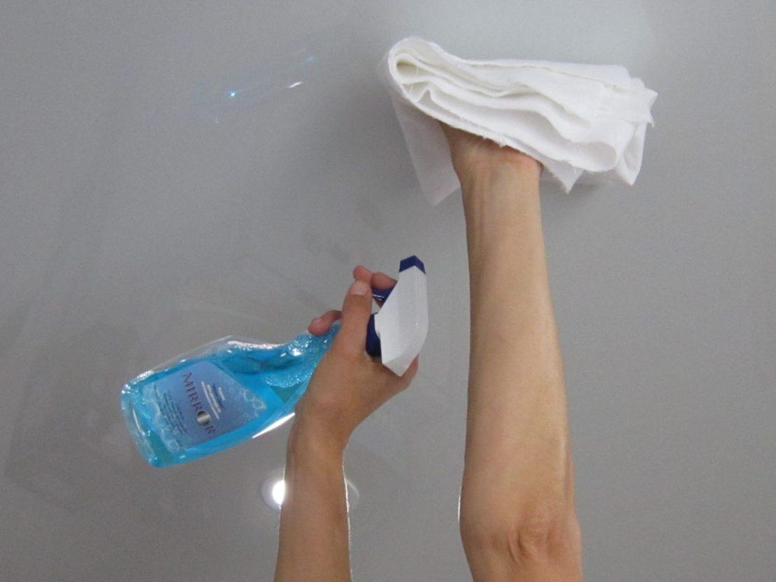 как помыть окрашенный потолок