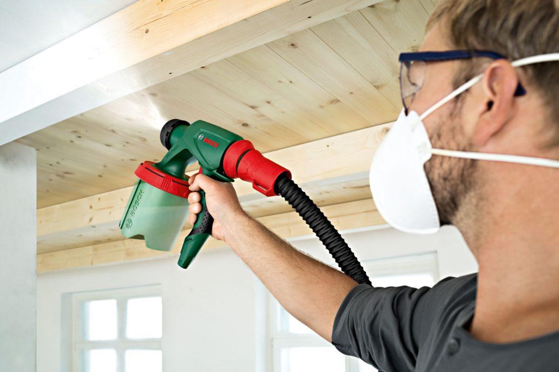 как наносить краску на потолок