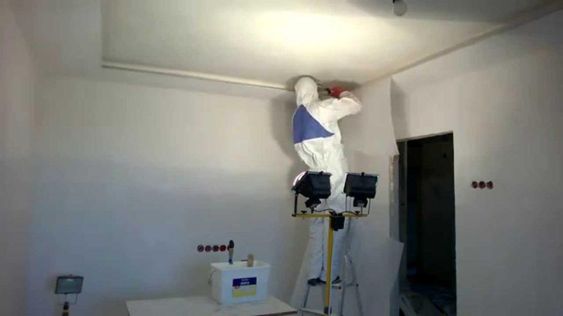 поклейка паутинки на потолок