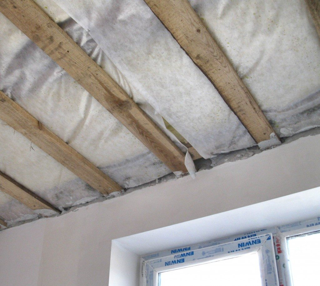 монтаж гидро- и пароизоляции на потолок