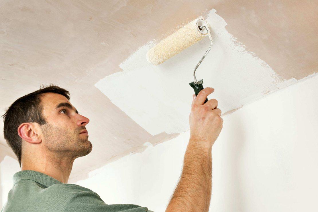 нанесение краски на потолок