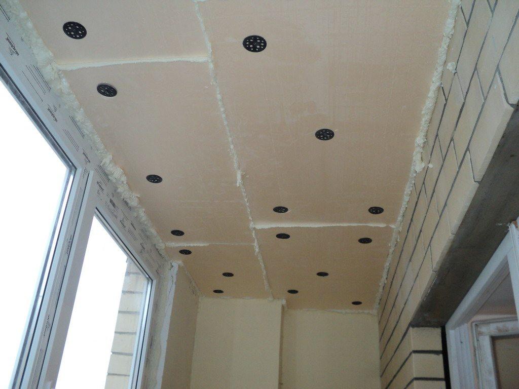 выравнивание потолка пенопластом
