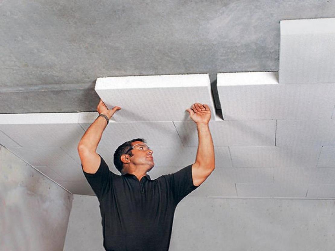 отделка пенопластом потолков